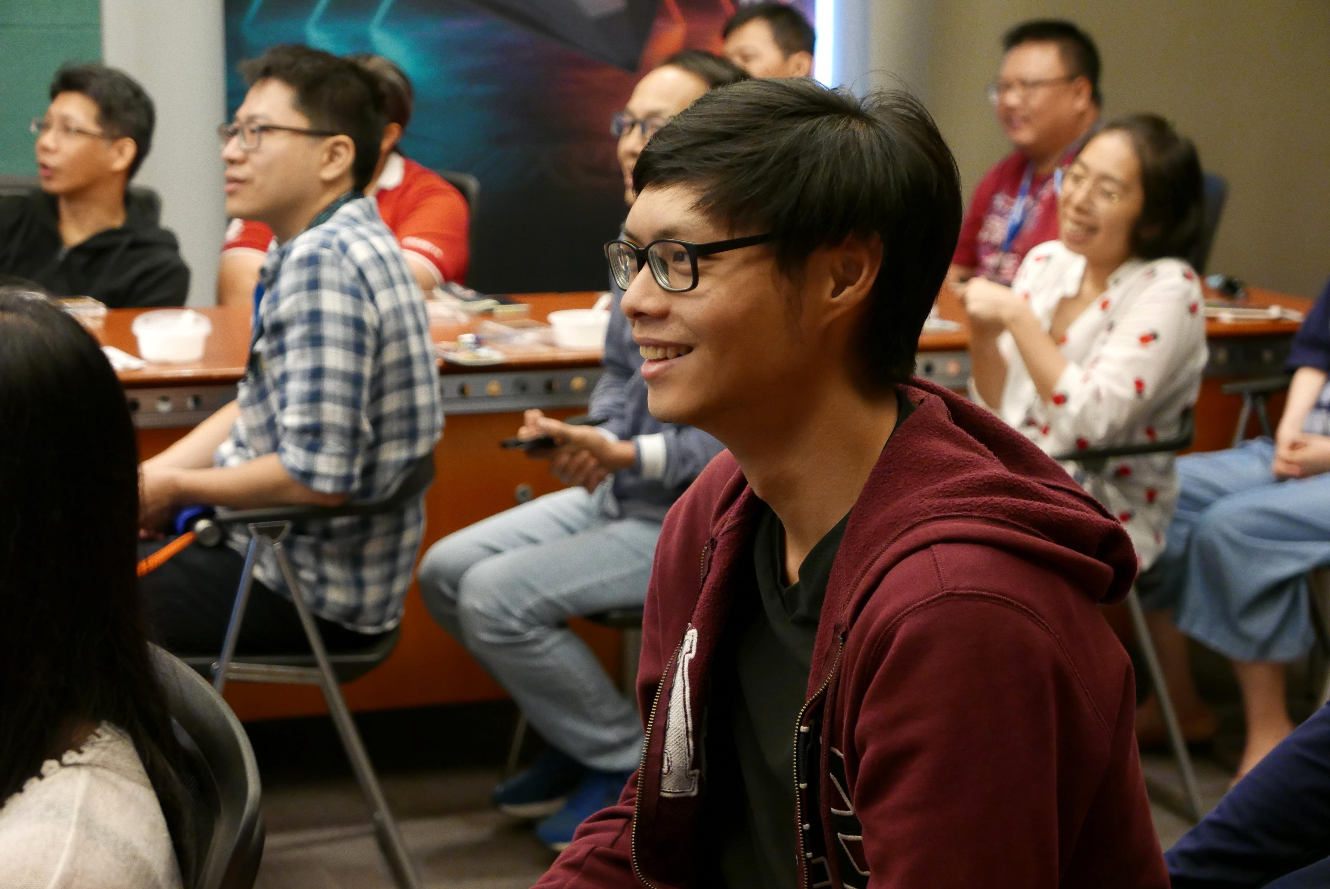 在劉東啟老師詼諧的解說下,現場氣氛和樂。